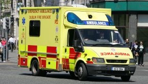 Dublin_Fire_Brigade_Emergency_Ambulance_R2_06D39114_Ford_Transit_-_Flickr_-_D464-Darren_Hall